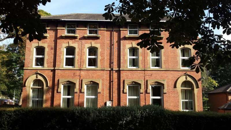 2 Bedrooms Flat for rent in CHAPELTOWN ROAD, LEEDS, LS7 4HZ