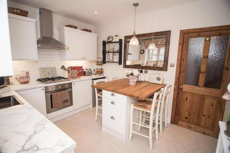 3 Bedrooms End Of Terrace House for sale in Inkerman Court, Denby Dale, Huddersfield, HD8 8XA
