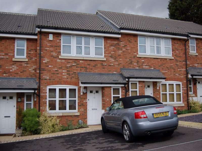 3 Bedrooms Terraced House for rent in Orpington Close, Twyford, Berkshire, RG10