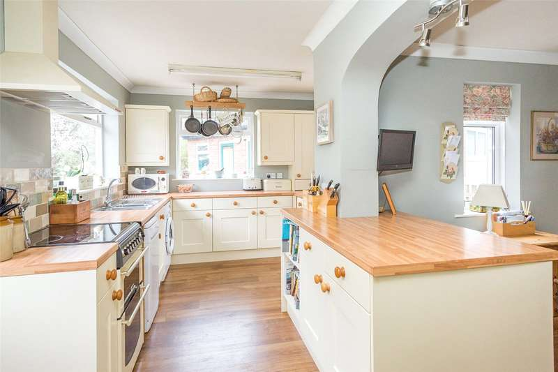 3 Bedrooms Semi Detached House for sale in Scawton Avenue, York, YO31