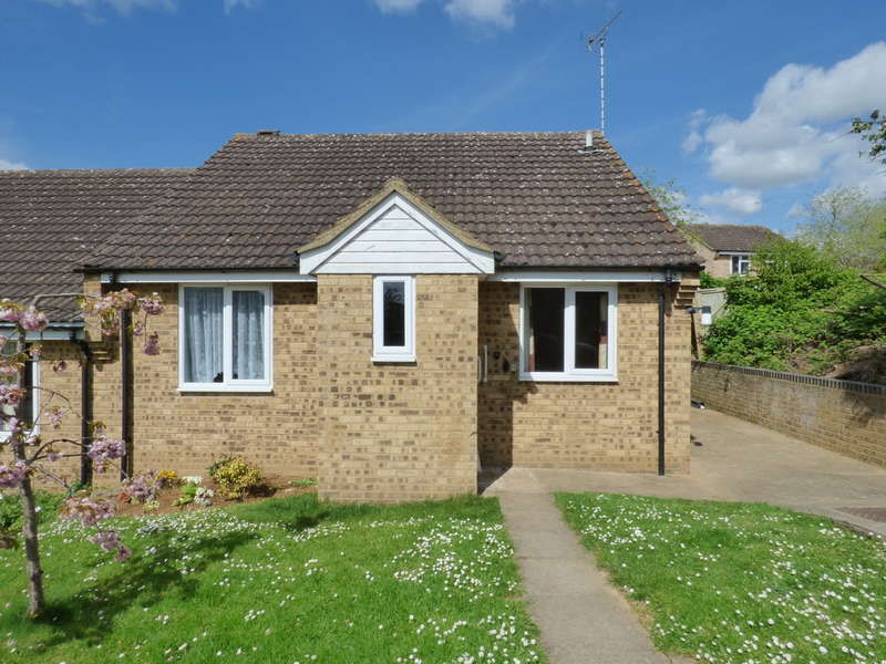 2 Bedrooms Semi Detached Bungalow for sale in Kensington Close, Kings Sutton