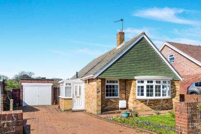2 Bedrooms Bungalow for sale in Waterlooville, Hampshire, .