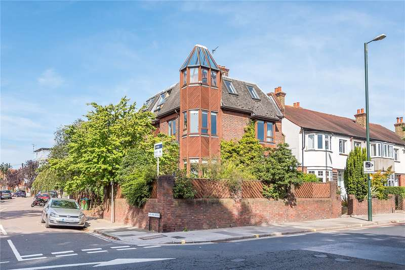 4 Bedrooms Detached House for sale in Cross Deep, Strawberry Hill, TW1