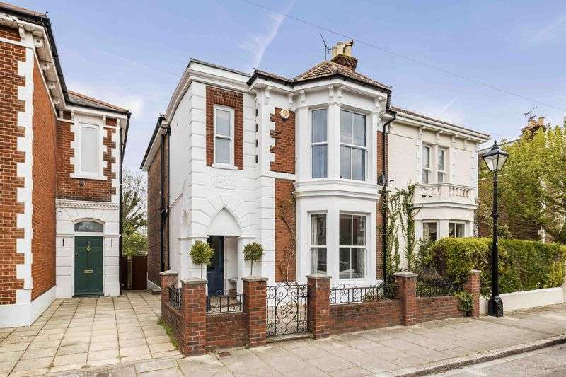 5 Bedrooms Semi Detached House for sale in Livingstone Road, Southsea