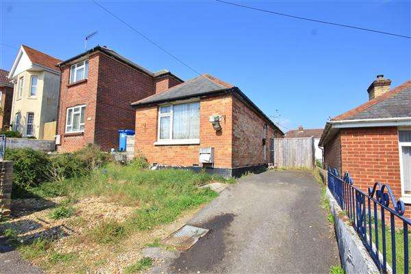 2 Bedrooms Bungalow for sale in Lincoln Road, Poole