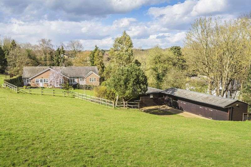 5 Bedrooms Bungalow for sale in Perrywood Lane, Watton At Stone