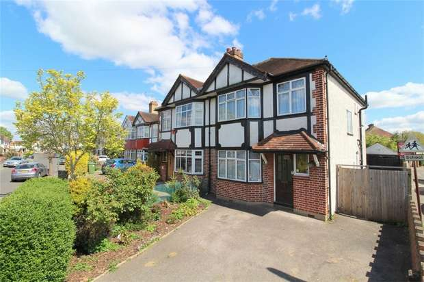 3 Bedrooms Semi Detached House for sale in Templedene Avenue, Staines-Upon-Thames, Surrey