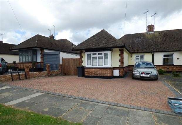2 Bedrooms Semi Detached Bungalow for sale in Essex Gardens, Leigh on sea, SS9 4HG