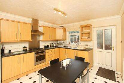 2 Bedrooms Terraced House for sale in Westthorpe Road, Killamarsh, Sheffield, Derbyshire