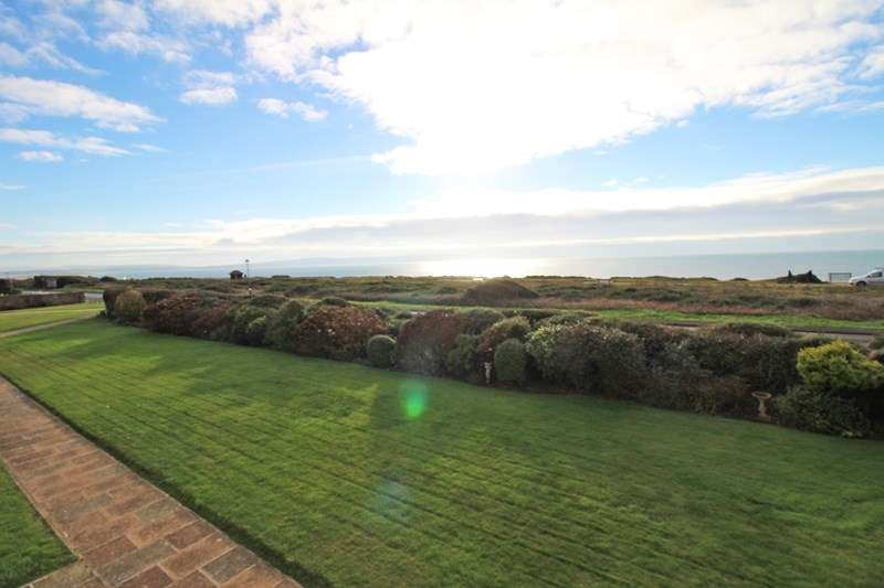 2 Bedrooms Flat for sale in Whitby Road, Milford On Sea, Lymington