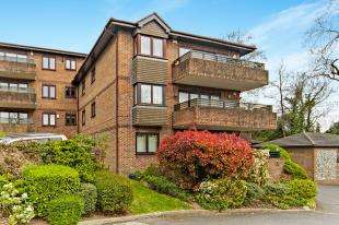 2 Bedrooms Flat for sale in Lynn Court, Whytebeam View, Whyteleafe, Surrey