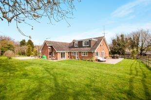 5 Bedrooms Bungalow for sale in Alkham Valley Road, Folkestone