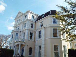 2 Bedrooms Flat for sale in Augusta Gardens, Folkestone, Kent, England
