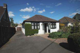 3 Bedrooms Bungalow for sale in Woolborough Road, Northgate, Crawley, West Sussex