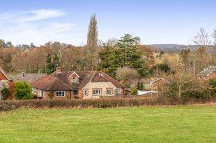 4 Bedrooms Detached House for sale in Chichester Road, Midhurst, West Sussex, .