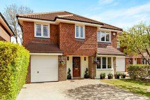 4 Bedrooms Detached House for sale in Merewood Gardens, Shirley, Croydon, Surrey