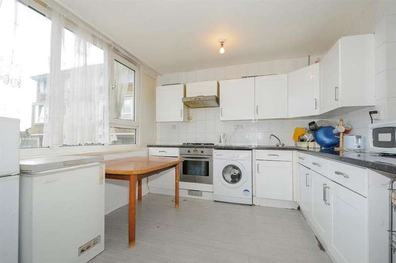 3 Bedrooms Flat for sale in Garnies Close, London SE15