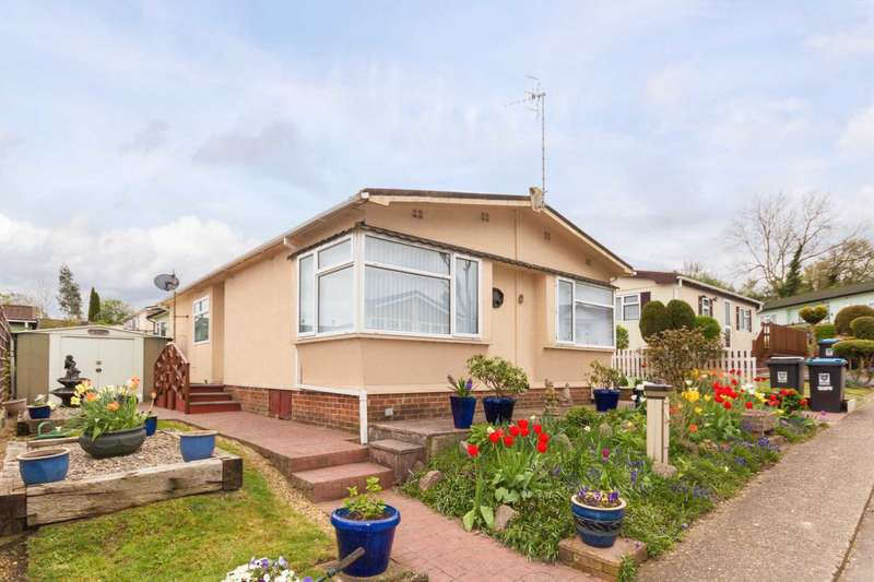 2 Bedrooms Park Home Mobile Home for sale in Ghyll Gardens, Northchurch