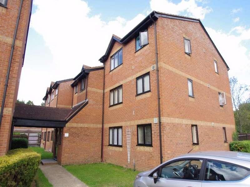 1 Bedroom Flat for sale in Courtlands Close, WATFORD, Hertfordshire