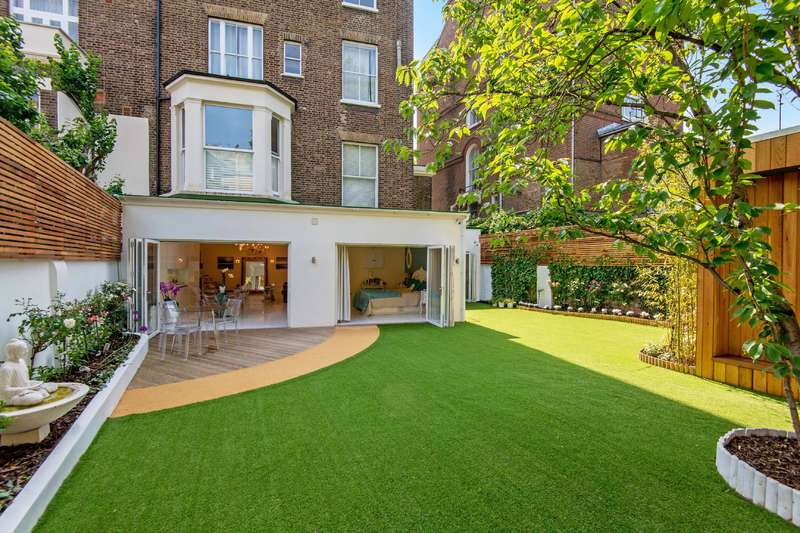 4 Bedrooms Flat for sale in College Crescent, Belsize Park