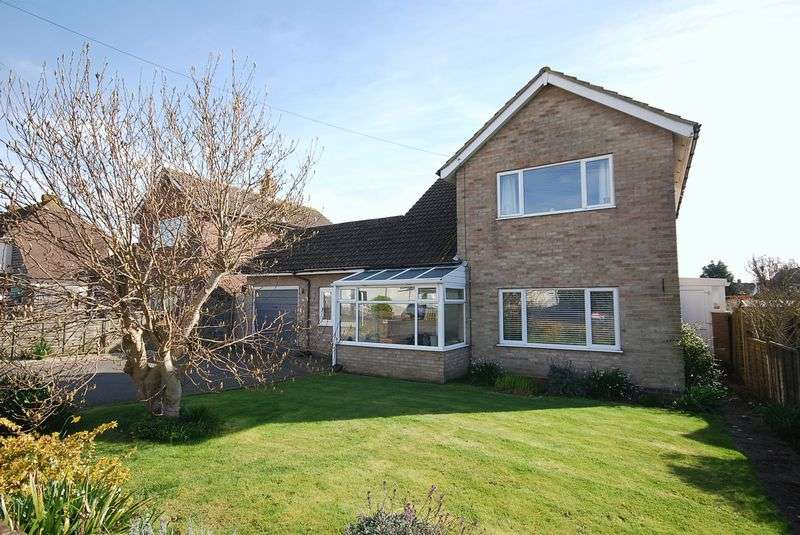 3 Bedrooms Detached House for sale in Saltwood/Hythe