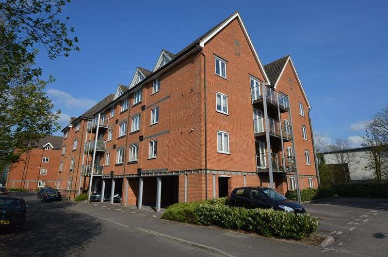 2 Bedrooms Flat for sale in The Lamports, Alton, Hampshire