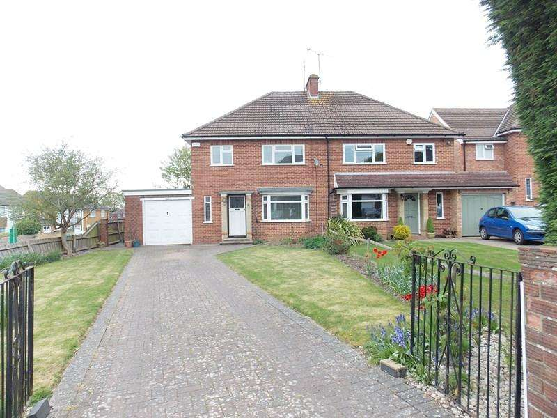 3 Bedrooms Semi Detached House for sale in Wellfield Close, Tilehurst, Reading
