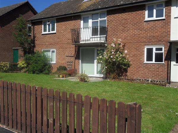 2 Bedrooms Apartment Flat for rent in The Meadow, Woodchurch
