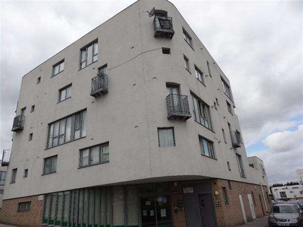 2 Bedrooms Apartment Flat for sale in Pickering Road, Barking