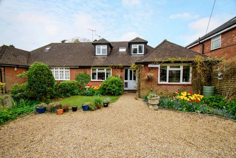 4 Bedrooms Bungalow for sale in Jasons Hill, Ley Hill, Chesham, HP5