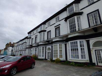 2 Bedrooms Flat for sale in Promenade, Southport, Lancashire, Uk, PR9