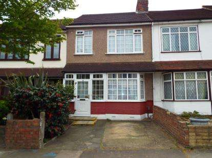 3 Bedrooms Terraced House for sale in Barkingside, Essex