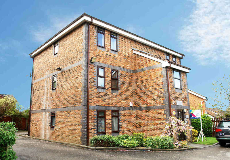 1 Bedroom Flat for sale in 20 Carrbrook Drive, Royton, Oldham