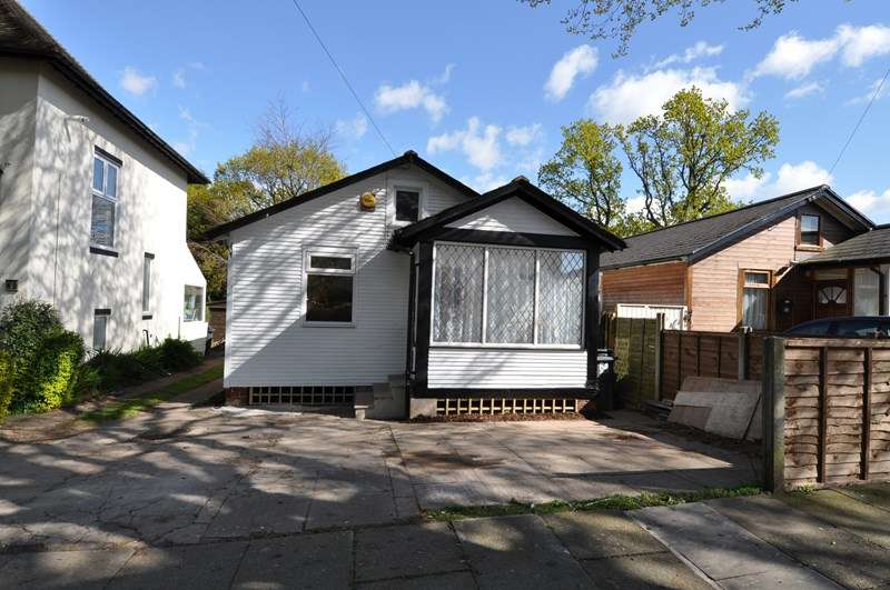 2 Bedrooms Bungalow for sale in Hawkesley Drive, Northfield, Birmingham