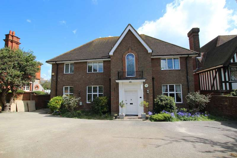 5 Bedrooms Detached House for sale in Silverdale Road, Eastbourne BN20 7EU
