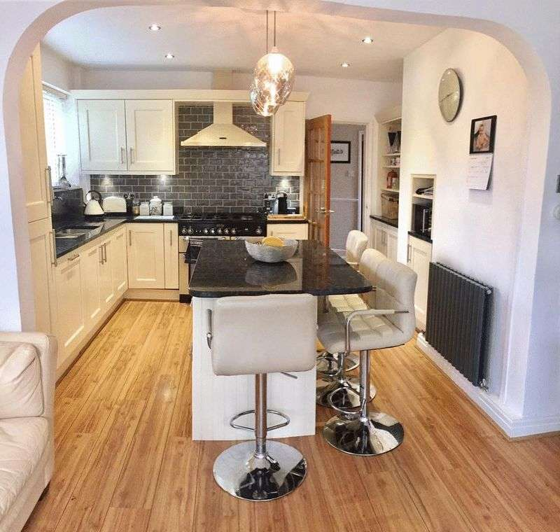 5 Bedrooms Detached House for sale in Hillcourt Road, Stockport.