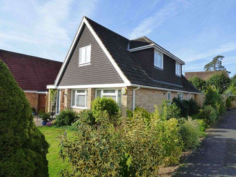 4 Bedrooms Detached House for sale in Walter's Ash