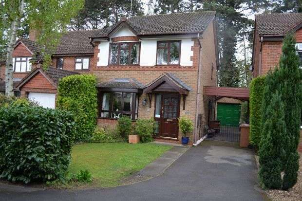 3 Bedrooms Detached House for sale in Baldwin Close, Lake View, Northampton NN3 6AY