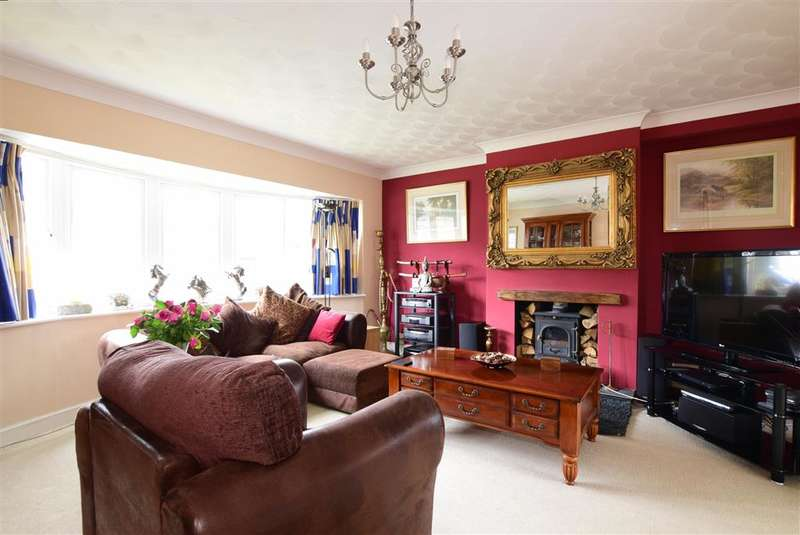 3 Bedrooms Detached House for sale in James Copse Road, Waterlooville, Hampshire