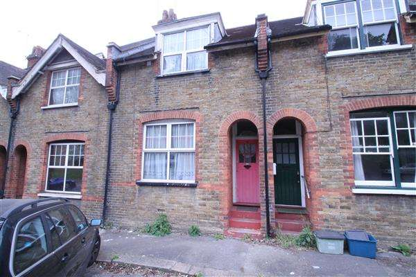 3 Bedrooms Terraced House for sale in Station Approach