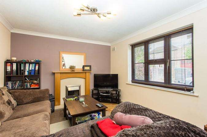 1 Bedroom Flat for sale in Tamarind Court, Lynton Road, Acton