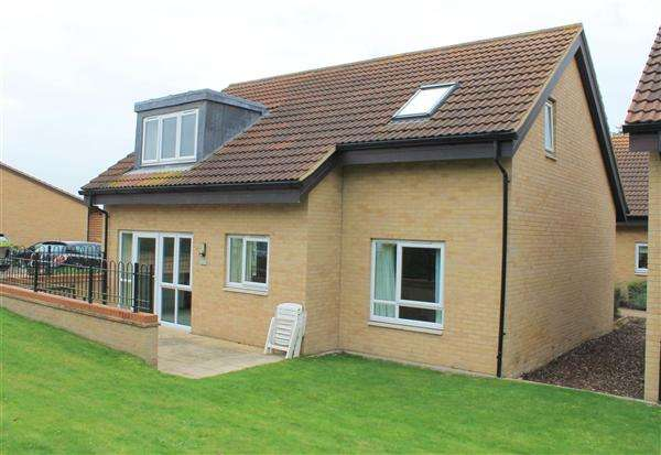 3 Bedrooms Bungalow for sale in The Swallows, Patrons Way West, Denham Green