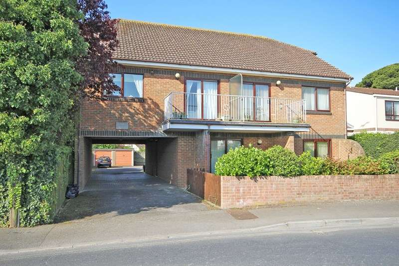 2 Bedrooms Flat for sale in Whitefield Road, New Milton