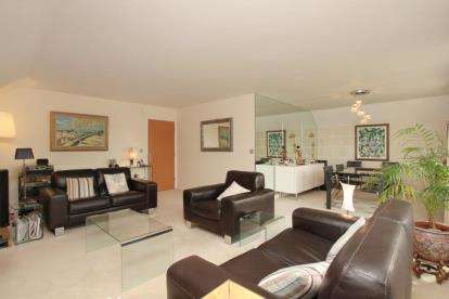 3 Bedrooms Flat for sale in Folkwood Grove, Sheffield