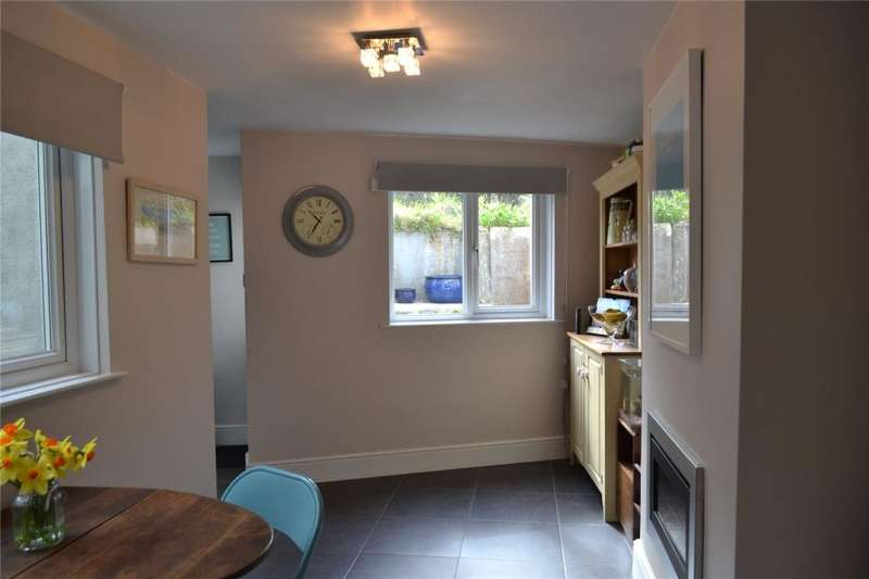 3 Bedrooms Terraced House for sale in Commercial Road,, Hayle, Cornwall