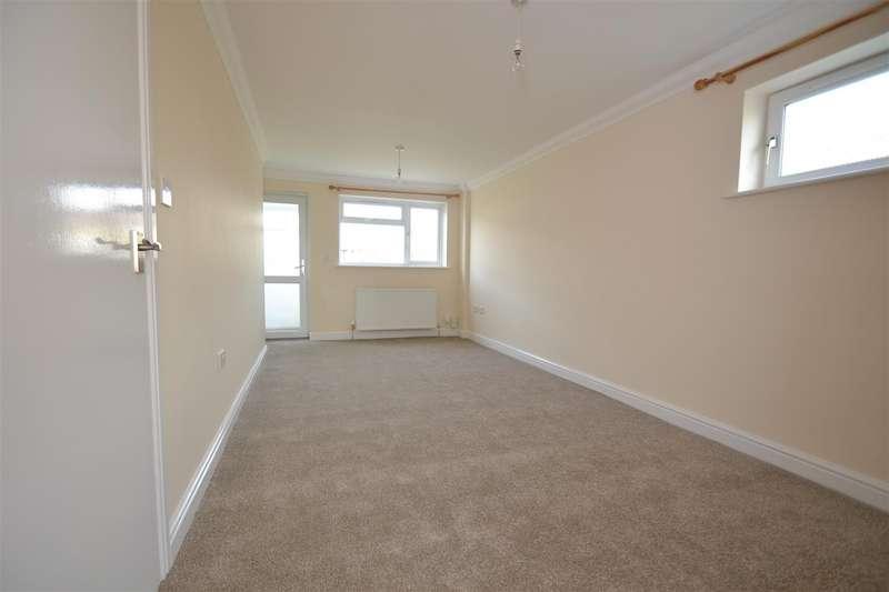 2 Bedrooms Property for sale in Rhodes Way, Crawley