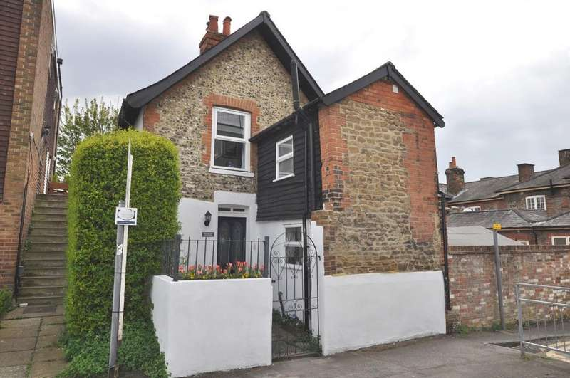 3 Bedrooms Detached House for sale in Drummond Road, Guildford