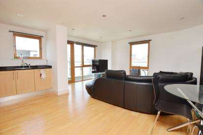 2 Bedrooms Flat for sale in McClintock House, The Boulevard, Leeds, West Yorkshire