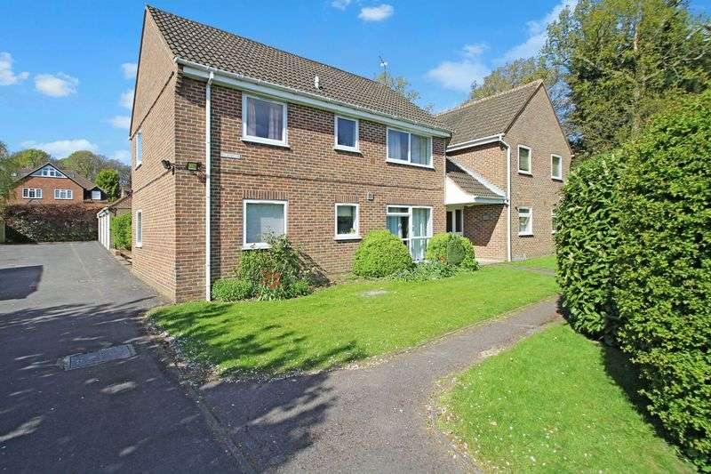 2 Bedrooms Flat for sale in Tylers Green