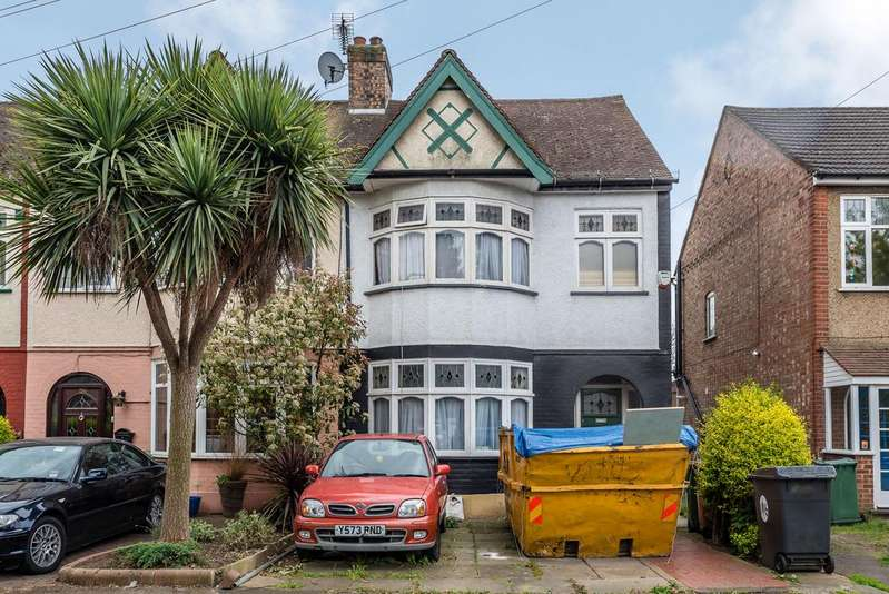 3 Bedrooms End Of Terrace House for sale in SINCLAIR ROAD, LONDON E4